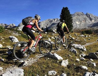 Rower górski MTB przeznaczony do jazdy po zaawansowanych szlakach turystycznych o dużym stopniu nierówności podłoża. Na tego typu tereny znakomicie sprawdzają się modele Hardtail z ramą wykonaną z lekkich materiałów lub też full suspension (z pełnym zawieszeniem).