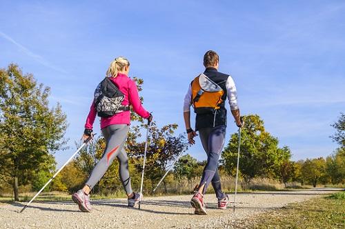Kijki do nordic walking a praktyka - niezwykle istotna jest prawidłowa technika chodu.