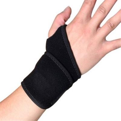 ochronna opaska uciskowa na nadgarstek z miejscem na kciuk